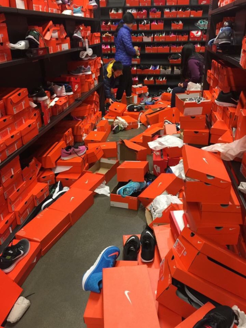 a1a61c571f5 Black Friday Piggy Shopper Aftermath at a Nike Store in Seattle ...