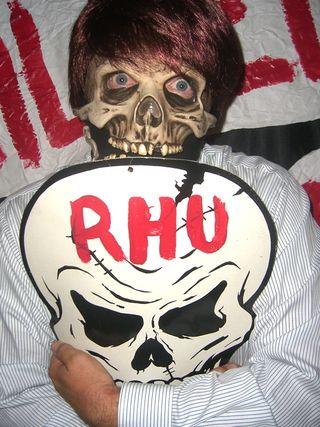 Freddy skull hug